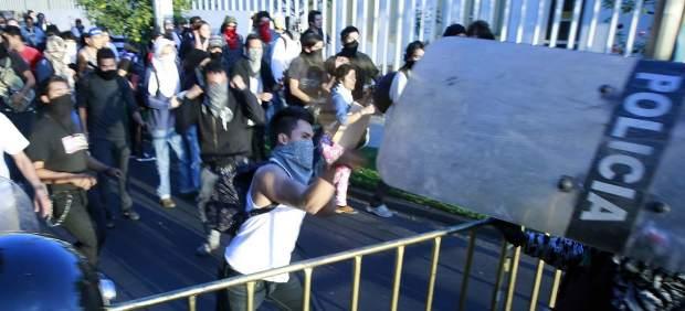 Disturbios en una marcha contra Peña Nieto