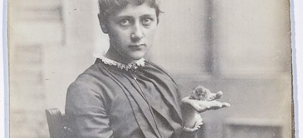 ´Beatrix Potter with Her Pet Mouse Xarifa, 1885´