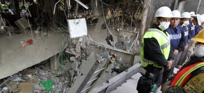 En busca de más víctimas por explosión en Torre Pemex