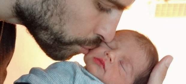 El futbolista Gerard Piqué y su hijo, Milan