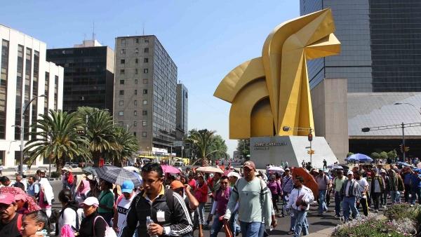 Marcha de maestros de la CNTE en México