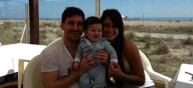 Messi presenta a su hijo Thiago