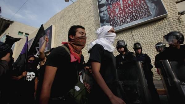 Protesta en Televisa