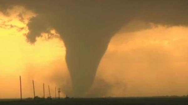 Varios videoaficionados capturan la fuerza arrasadora del tornado letal de oklahoma - Tornados en espana ...
