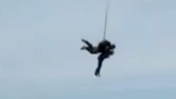 Abuelo en paracaídas