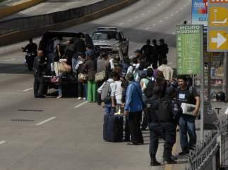 Maestros protestan en el aeropuerto