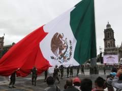 La bandera de México ondea en el Zócalo