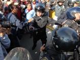 Enfrentamiento entre maestros y policías