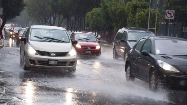Intensa lluvia en la capital