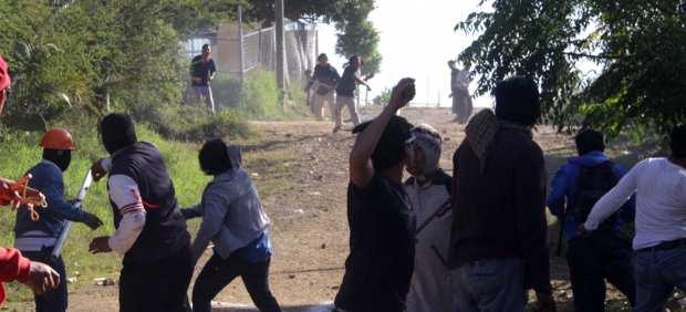 Ingresa Sección 22 a escuelas ocupadas por papás en Oaxaca