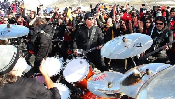 Metallica ofrece un concierto histórico desde la Antártida