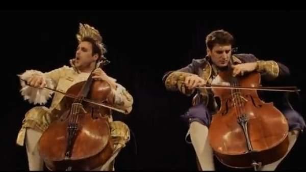 2Cellos, el dúo de violonchelistas que arrasa en Internet con su versión de 'Thunderstruck'