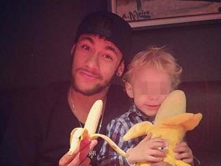 Neymar y su hijo