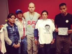 Familiares de normalistas desaparecidos con Calle 13