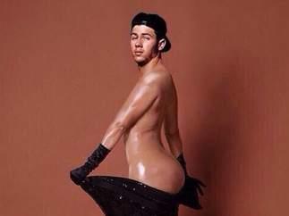 Nick Jonas parodia a Kim Kardashian