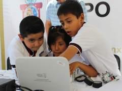Niños en una computadora