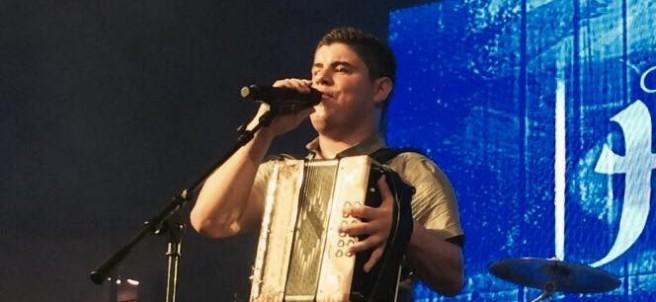 El cantante Alfredo Olivas