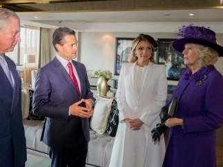 Peña Nieto y Ángelica Rivera junto a los príncipes de Gales
