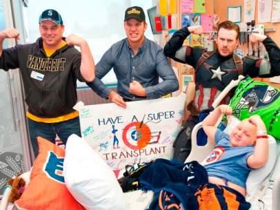 Visita de los actores Chris Evans y Chris Pratt al Seattle Children's Hospital