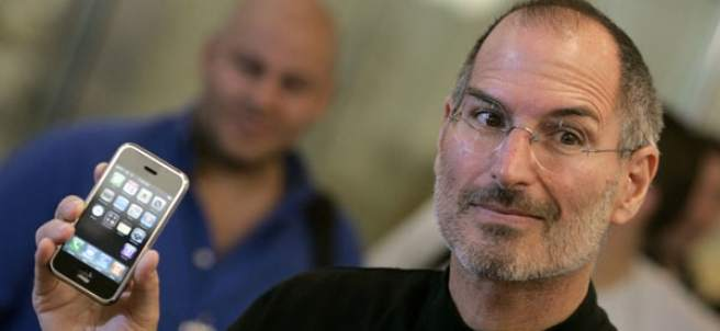 Steve Jobs con el iPhone