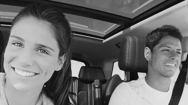 """La novia de Chicharito se muestra """"Eternamente orgullosa"""" y lo felicita por su gol en las redes sociales"""