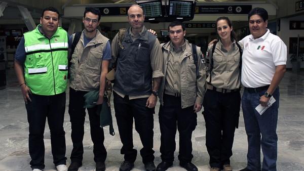 Rescatistas mexicanos viajan a Nepal