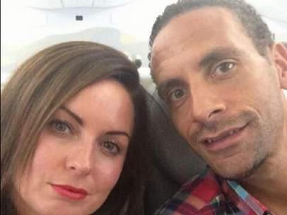 Rio Ferdinand con su esposa, Rebecca