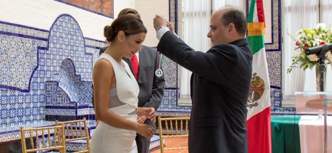 Eva Longoria recibre premio Ohtli