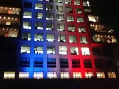 La SRE se ilumina con los colores de Francia