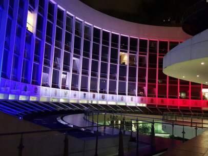 El Senado se ilumina con los colores de Francia